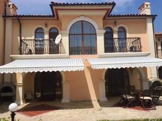 2 этажная шикарная вилла в Болгарии у моря с мебелью Романа.