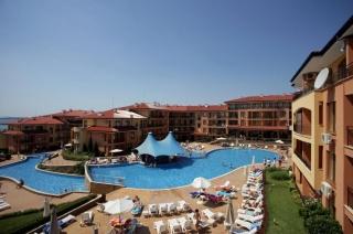 Болгария квартира четыре комнаты с мебелью в жилом комплексе с видом на море