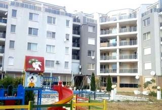 Квартира в Болгарии в Жилом доме без таксы за обслуживание двухкомнатная.