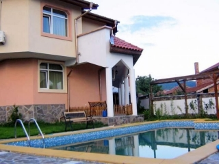 Новый двухэтажный дом с бассейном в Болгарии Кошарица Каваците