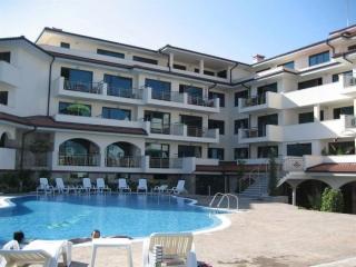 Апартамент с одной спальней Равда. Жилой дом с бассейном.