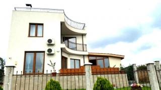 Современный двухэтажный дом на продажу в деревне вблизи моря и города Бургас у подножья горы Странджа.