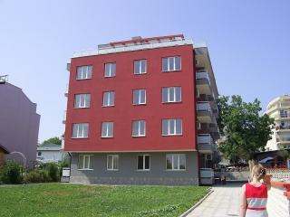 Апартаменты  на первой линии моря в жилом доме Приморско