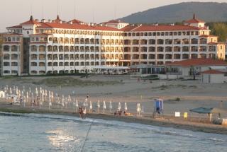 Шикарная квартира в Болгарии Царево. Вид на море.