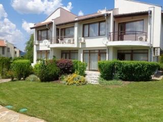 Двухэтажный дом на продажу  вблизи города Бургас и моря