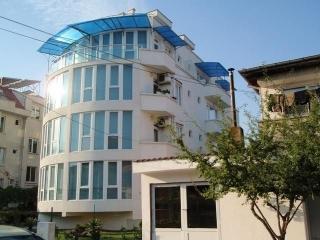 5-этажный семейный отель на продажу в Болгарии в городе Приморско