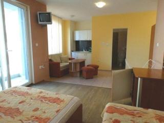 Квартира в Жилом здании для круглогодичного проживания в Китене в 20 метрах от моря