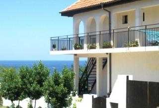 Фамильный отель на продажу в к-те Синеморец с видом на море