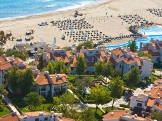 Недвижимость в Болгарии на побережье. Лозенец. 2-к. кв. С мебелью