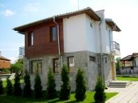 Двухэтажный дом на продажу в деревне около Солнечного Берега