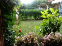 Большая двухкомнатная квартира в Болгарии с собственным садом.