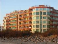 Двухспальный апартамент в жилом доме в Поморие на берегу моря.