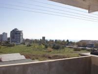 Трёхкомнатный апартамент с видом на море в жилом доме Поморие