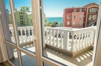 Люкс квартиры на первой линии моря для продажи в курорте Равда