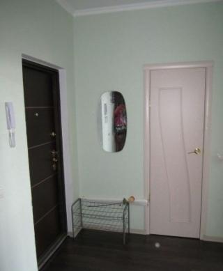 Продается однокомнатная квартира по адресу:г.Щелково мкр.Богородский д.7,общей площадью 37 м2, кухня 8,6 м2, жилая 15,2 м2,находится на 10-ом этаже 16-ти этажного монолитно-кирпичного дома,с/у совмещен,сделан отличный ремонт,остается мебель и бытовая техника,заезжай и живи,имеется вся инфраструктура,банки,магазины,аптека,школа,детские сады,игровые площадки,отличное сообщение с Москвой,как на автобусе,так и на электричке,рядом ростет сосновый лес и два озера.Один собственник.Возможна ипотека.