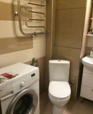 Продается однокомнатная квартира по адресу:г.Щелково мкр.Богородский д.15,общей площадью 35 м2, кухня 9 м2, жилая 15,3 м2,находится на 16-ом этаже 16-ти этажного монолитно-кирпичного дома,в квартире сделан отличный евро- ремонт,остается мебель и техника,заезжай и живи,вся инфраструктура в шаговой доступности,банки,аптеки,детские сады,школа,игровые площадки,рядом ростет сосновый лес и два озера,отличное сообщение с Москвой.Один собственник.Возможна ипотека.