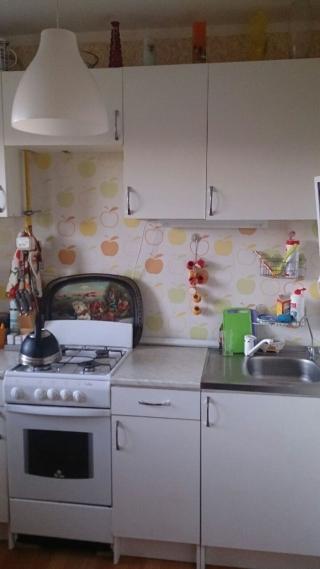 Продаю двухкомнатная квартира Московская область Пушкинский район с. Тарасовка ул.Центральная д.11. Квартира в собственности более 3 лет, один взрослый собственник, свободная продажа.45/10/16/кухня 7.5, застекленный балкон, 6 этаж, дом монолит кирпич. Квартира в отличном состоянии,остается кухонная мебель и часть мебели в комнатах. Дом находится в благоустроенном микрорайоне, на первом этаже аптека, круглосуточные магазины, во дворе детские площадки, детсад. Недалеко построили гипермаркет Лента.В пешей доступности ж/д станция Зеленый бор.Приобретая квартиру с нашим агентством Вы получаете юридическое сопровождение и гарантию чистоты сделки, оформление всех необходимых документов. Наше агентство является официальным партнером Сбербанка, помощь с оформлением ипотеки.