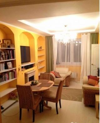 Продается четырехкомнатная квартира Щелковский район, п. Аничково дом 5. Количество комнат-4, этаж 5/12, тип дома: монолитный. Общая площадь 80 м2. Жилая площадь 60 м2. Площадь кухни 7 м2. Площадь комнат 13/15/15/17 м2 (три комнаты изолированные, четвертая совмещена с кухней. 2 санузла (совмещенные). 2 балкона, застекленных панорамными окнами. Квартира чистая, просторная, светлая, сделан хороший ремонт, полностью готова для проживания. В поселке есть отличный парк с Суворовскими прудами, течет река Клязьма. Красивый, чистый двор, с детскими площадками. Чистый воздух, 10 мин езды до Базы отдыха МИД России с аквапарком, собственным зоопарком, конными прогулками, и шикарным лесом.Поселок с развитой инфраструктурой: детские сады, школы, супермаркеты, поликлиника, Сбербанк, аптека. Транспортное сообщение с Москвой по Щелковскому шоссе 25 км до МКАД, ж/д станция Чкаловская в 10 минутах. Год сдачи в эксплуатацию 2014. Один собственник. Свободная продажа. Приобретая квартиру с нашим агентством Вы получаете юридическое сопровождение и гарантию чистоты сделки, оформление всех необходимых документов. Наше агентство является официальным партнером Сбербанка, помощь с оформлением ипотеки.