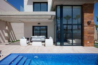 Продается новый 2-этажный дом в Ориуэла Коста