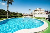 Угловой таунхаус в жилом комплексе Villas San Jose Playa Flamenca.