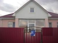 Продам теплый дом из просторных трех комнат 80 кв.м., 12 соток, в станице Холмской. Цена 2,9млн.руб.