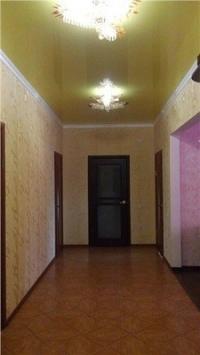 Продам просторный новый дом с качественным ремонтом, в районе 17 школы станицы Холмской. Цена  3000000