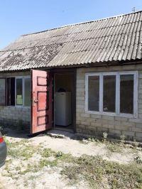 Продам саманный дом в станице Холмской. 46 м2 на участке 13 соток. Цена 600 т. рублей