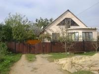 Продам теплый дом на большом земельном участке с теплицами, в районе 17 школы станицы Холмской