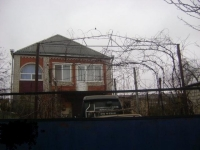 Продам кирпичный просторный дом с баней,  с плодоносящим садом в станице Холмской или меняю. Цена 3800000