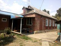 Кирпичный дом в центре станицы Холмской
