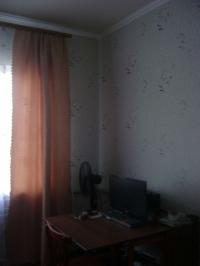 Продам блочный, теплый дом 86 м2  с баней, 13 соток, в районе Ярмарище станицы Холмской . Цена 1,8 млн. руб.