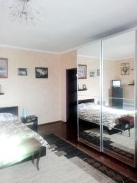 Продам дом 330 кв.м.,  10 соток, с сауной, спортивным залом, садом. Цена 3,85 млн руб  Или обмен