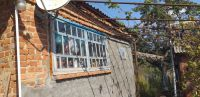 Продам кирпичный дом в центре станицы Холмской 50 м2, из 3 комнат, на участке 20 соток. Цена 1,3 млн. рублей.