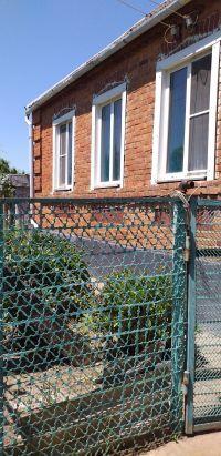Продам кирпичный дом на высоком фундаменте в станице Холмской 75м2, 17 соток. Цена 1.75 млн. рублей.