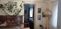 Продам дом  их 4 комнат в центре станицы Холмской 60 м2, на 17 сотках земли. Цена 2,15 млн. рублей.