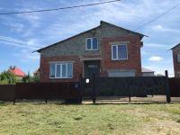 Продам кирпичный многоуровневый  дом  в станице Холмской 160 м 2, на участке 10 соток. Цена 2,3 млн. рублей