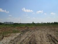 Участок на трассе М-8 с незавершенным техническим центром альтернативной энергетики